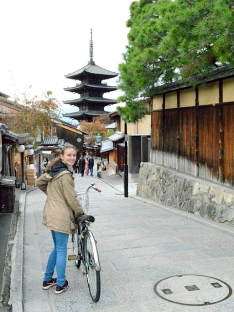 Cycling to Yasaka Pagoda in Higashiyama Ward