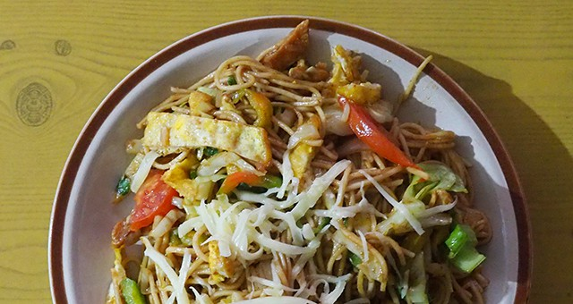 vegetarian noodles in Nepal on the Annapurna Base Camp trek